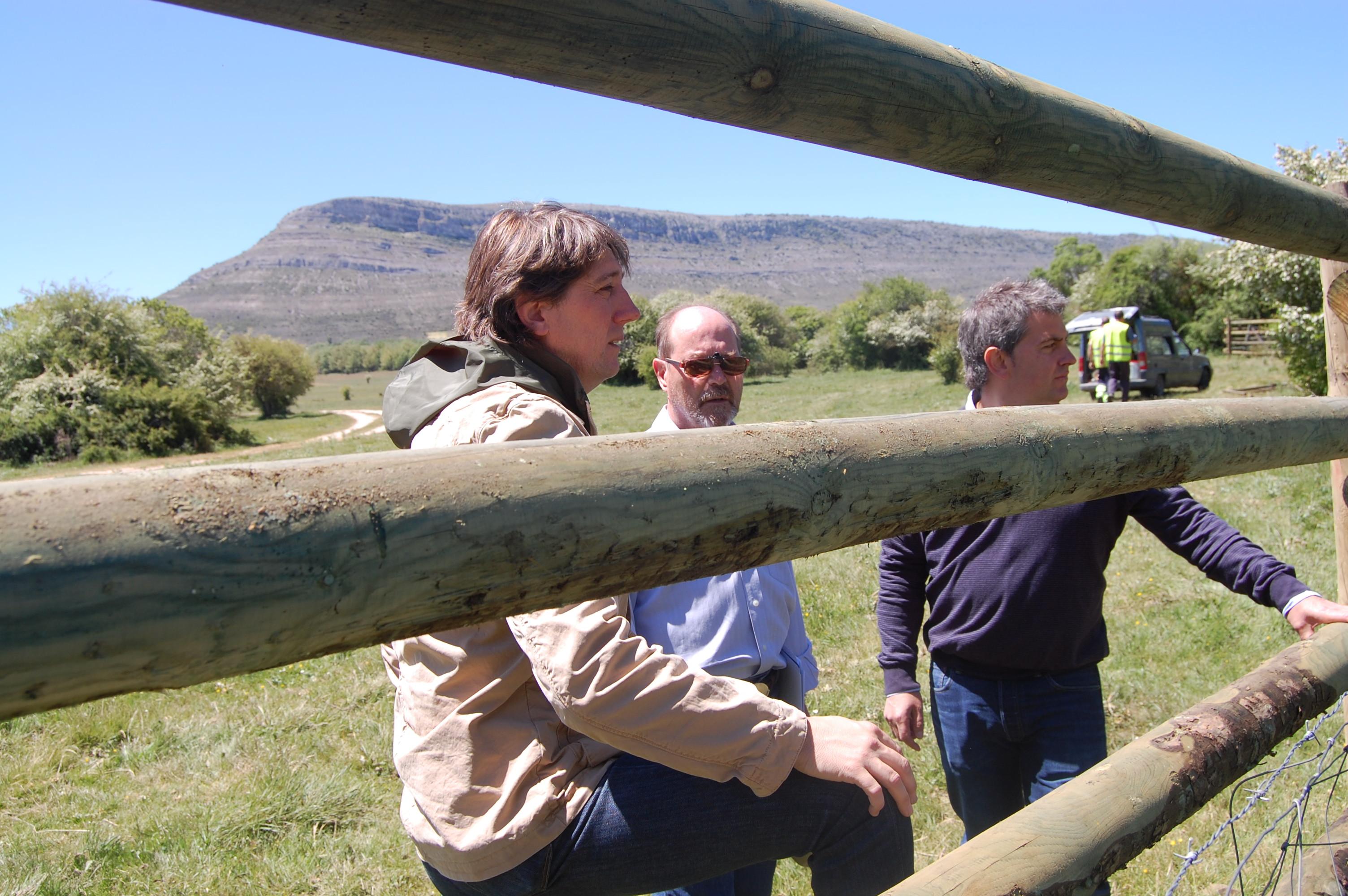 Carlos Martínez y Javier Antón, visitando el vallado de La Saca 2015