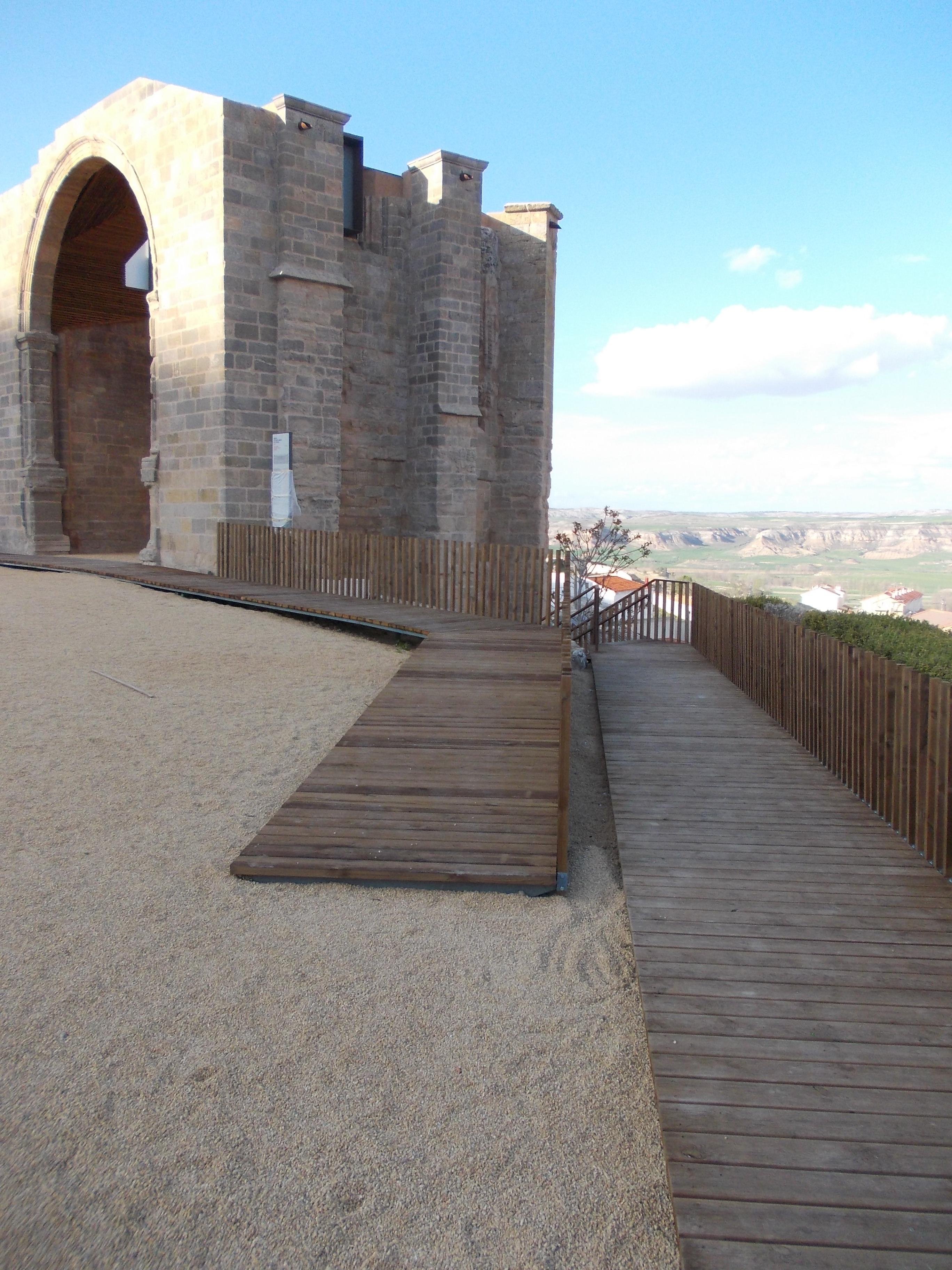 Huete (Cuenca) estrena la rehabilitación del ábside de su iglesia diseñada por Amatex